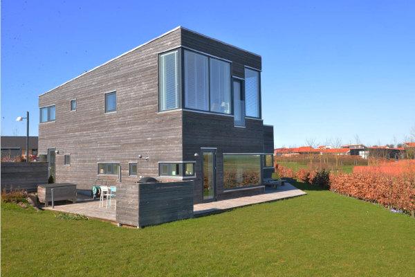 Træhus i ubehandlet lærketræ - arkitekt Jan Bille